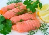 Рыба в рационе питания женщины помогает сохранять слух