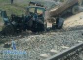 В Волгограде произошло столкновение трактора с поездом