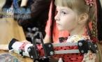 В Волгограде парализованная девочка научилась двигать руками