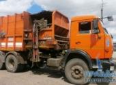 В Волгограде мусоровоз врезался в остановку: пострадали два человека