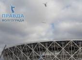 На стройплощадке «Волгоград Арены» работает вертолет
