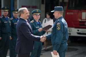 В Волгоград приехал Глава МЧС России Пучков и вручил ведомственные награды