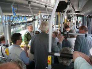 падение в тролейбусе
