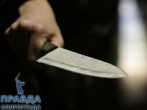 пронзили ножом